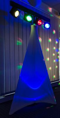 Hochzeitsdeko farbige Dekoration Stativhusse beleuchtet